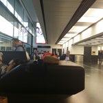 В вене один из лучших аэропортов в Европе!Есть подзарядка для телефонов бесплатный и безлимитный вай фай! Всегда чисто и убранно! Есть места полежать! Много кафе и дьюти фри