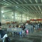 Excelente opción para descongestionar el aeropuerto Benito Juárez, lástima que no tenga más frecuencia de vuelos...