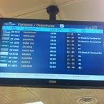 Agli arrivi ci sono ovunque gli orari delle partenze... Quando si dice il servizio all'utenza...