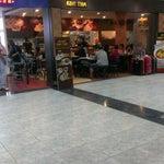 ข้าวมันไก่ ร้านโกปิเตี๊ยมในสนามบินหาดใหญ่  ชิ้นใหญ่ดีแต่เค็มอะ