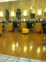 Regis Salons