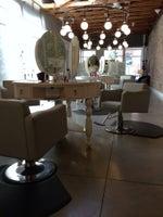 Règne Haute Blow Dry Salon