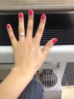 A V Nails