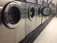 Lee's Wash & Dry Laundromat