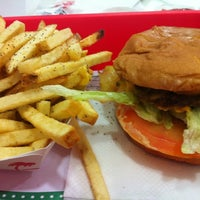 Photo taken at In-N-Out Burger by Lewis K. on 8/28/2012