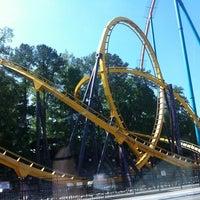 4/28/2012 tarihinde Traci R.ziyaretçi tarafından Six Flags Over Georgia'de çekilen fotoğraf