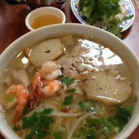 Photo taken at Phở Huỹnh Hiệp 2 - Kevin & Chris's Noodle House by Leanne K. on 8/20/2012