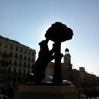 Снимок сделан в Estatua del Oso y el Madroño пользователем Lu S. 2/26/2012