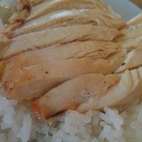 Photo taken at Sin Chon Fa Seafood Restaurant (新创发海鲜餐馆) by Cheng Tzuu B. on 4/7/2012