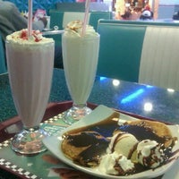 Photo taken at Yesterday American Diner by Beatriz S. on 5/2/2012