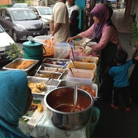 Photo taken at Nasi Lemak Mak Laila by Roseli EzyBlogger on 3/31/2012