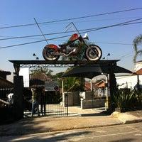 Photo taken at Bar e Lava Moto Seca Suvaco by Marcel T. on 6/30/2012