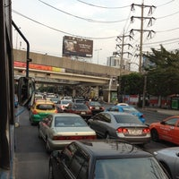 Photo taken at Ratchada-Lat Phrao Intersection by Por S. on 3/14/2012