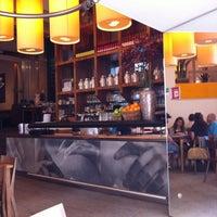 Das Foto wurde bei Café.Restaurant Halle von Graham B. am 5/28/2012 aufgenommen