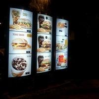 Foto tirada no(a) McDonald's por André M. em 4/21/2012