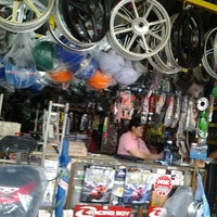 Photo taken at Kedai Motor Sentul Pasar by praba _. on 5/6/2012