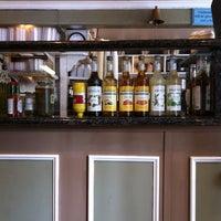 รูปภาพถ่ายที่ Brick & Bell Cafe - La Jolla โดย Craig L. เมื่อ 3/30/2012