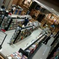 Foto tirada no(a) Livraria Leitura por Rúbia S. em 8/9/2012