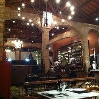 Photo prise au Leona Pizza Bar par Karina M. le3/29/2012