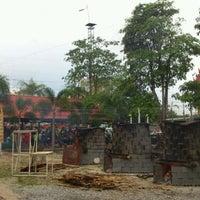 Photo taken at Wat Si Wanophat Sathitporn by Khun B. on 5/5/2012