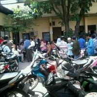 Photo taken at Sekretariat Kecamatan Gubeng by Brida H. on 7/20/2012
