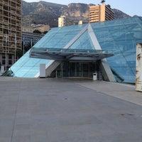 รูปภาพถ่ายที่ Grimaldi Forum โดย Christopher B. เมื่อ 3/26/2012