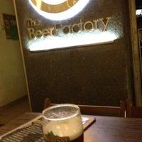 Снимок сделан в The Beer Factory & The Attic пользователем bul 3/13/2012