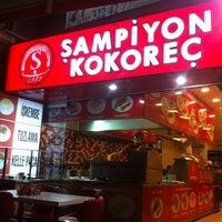 Foto tomada en Sampiyon Kokorec Gokturk por Fatih N. el 8/18/2012