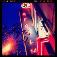 รูปภาพถ่ายที่ Regal Cinemas LA LIVE Stadium 14 โดย Raven M. เมื่อ 3/17/2012
