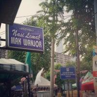 Photo taken at Nasi Lemak Mak Wanjor by Redza J. on 8/26/2012