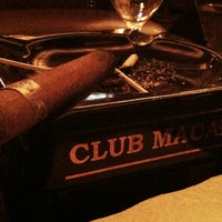 Foto tomada en Club Macanudo por Zach M. el 4/15/2012