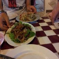 รูปภาพถ่ายที่ ลาบเป็ดอุดรสาขาราชพฤกษ์ โดย ป๋าเสก ท. เมื่อ 6/23/2012