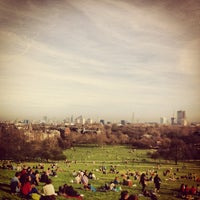 Photo prise au Primrose Hill par Sophie R. le3/25/2012