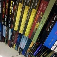 Foto tirada no(a) Saraiva MegaStore por Victor C. em 3/10/2012