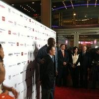 รูปภาพถ่ายที่ Regal Cinemas LA LIVE Stadium 14 โดย Ryan A. เมื่อ 3/7/2012