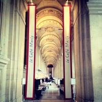2/18/2012にMikaelDorianがCafé Marlyで撮った写真