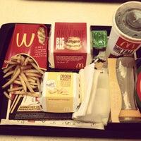 Das Foto wurde bei McDonald's von Johnny R. am 7/8/2012 aufgenommen