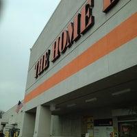 Das Foto wurde bei The Home Depot von Ty K. am 3/16/2012 aufgenommen