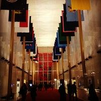 2/17/2012 tarihinde Lindseyziyaretçi tarafından Kennedy Center Opera House'de çekilen fotoğraf