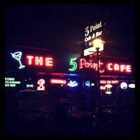 Foto tomada en The 5 Point Cafe  por Lorena R. el 7/28/2012