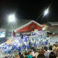 Photo taken at Sambódromo by Izaque J. on 2/19/2012
