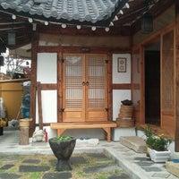 Photo taken at 행복헌 by Mang M. on 5/2/2012
