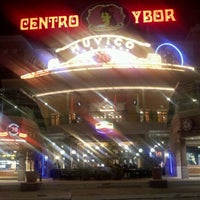 รูปภาพถ่ายที่ Tampa Bay Brewing Company โดย Jesse H. เมื่อ 2/14/2012