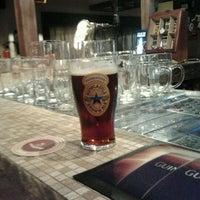รูปภาพถ่ายที่ Beer Point โดย Vlad K. เมื่อ 5/1/2012