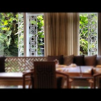 Photo taken at TABLE8 - Hotel Mulia Senayan, Jakarta by Jenny O. on 6/27/2012