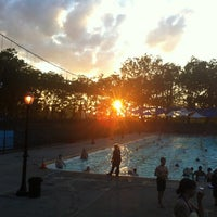 Foto tomada en Astoria Park Pool por Charlene B. el 7/10/2012