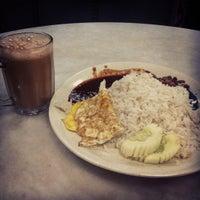 Photo taken at Restoran Firdouse by Saiful Azuan K. on 5/19/2012