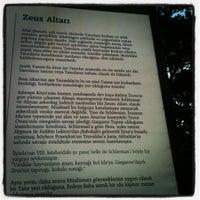 6/13/2012 tarihinde Yasemin S.ziyaretçi tarafından Zeus Altarı'de çekilen fotoğraf