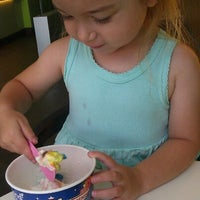 Photo taken at Yogurtland by ɑӀҽ×ɑղժɾɑ ժ. on 7/18/2012