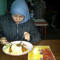 Photo taken at kedai mie Putra Aceh by Gustam A. on 9/10/2012